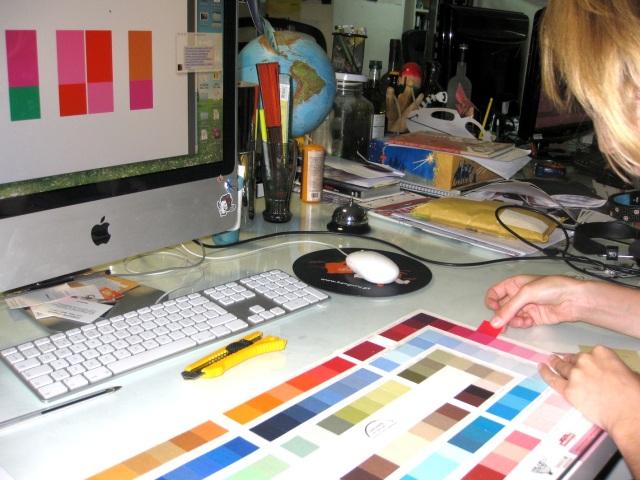 Eva Maria and Bainha de Copas working on the next dress collection